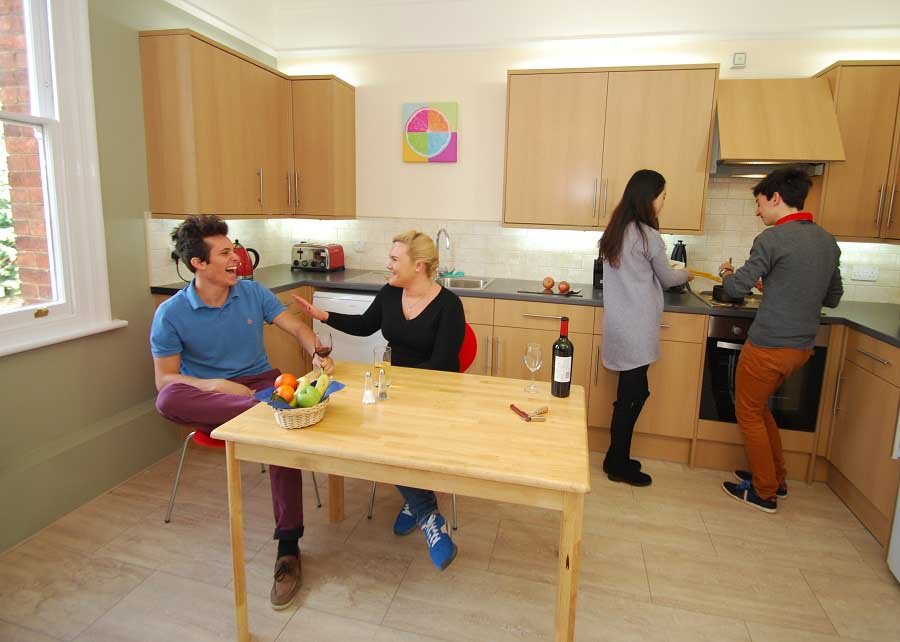 Houses-adult-students-self-catering-kitchen